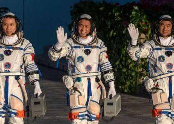 নিজেদের তৈরি মহাকাশ স্টেশনে থাকবে চীনের তিন অভিযাত্রী